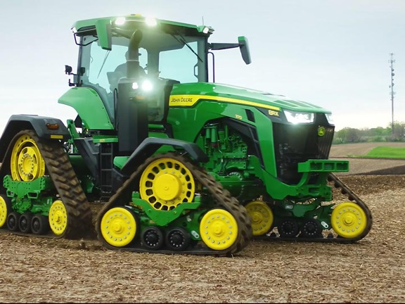 John Deere 8RX - standard tractor with four integrated rubber tracks